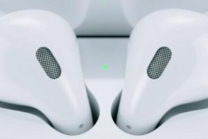 充电盒查看AirPods电量 300x200 - 如何查看AirPods耳机的电池电量,iPhone、Apple Watch、Mac都可以哦