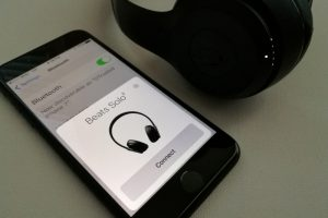large 72465 7 300x200 - Beats solo3 wireless 如何连接 iPhone