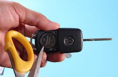 2018款朗逸如何更换钥匙电池 撬开电池 e1591877833533 - 2018款朗逸车钥匙电池型号 怎么更换朗逸车钥匙电池