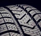 为什么车的右前轮胎磨损最严重